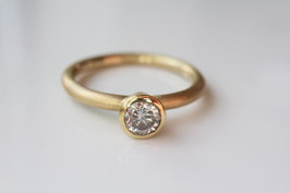 Verlobungsring aus 18k Gold mit Brillant