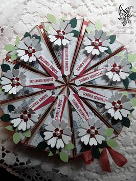 Torte aus Farbkarton zum Geburtstag