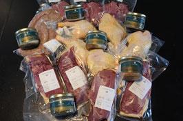 Colis Canard 5kg (1,5kg magret,1kg de cuisse,1kg de saucisse,600 g d'aiguillette,150 g de magret fumé,180 g de délice,rillettes,pâté et terrine au ratafia)