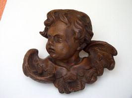 alter geschnitzter Engelkopf