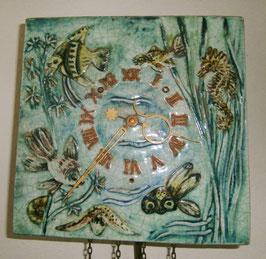 URGOS-Wanduhr, 50er J., 7-Tage Werk, Majolika mit Fischen, Seepferdchen, Schildkröte