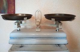 antike Küchenwaage mit Messingschalen, um 1920