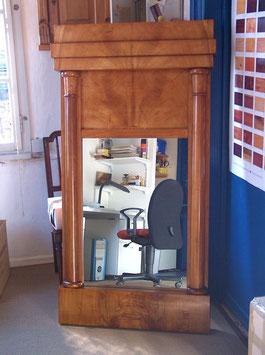 großer Biedermeier-Spiegel, Ulme oder Esche, konisch zulaufende Halbsäulen