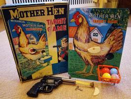 Altes mechanisches Blechspielzeug: Mother Hen/Mutter Henne Target Game  mit ovp
