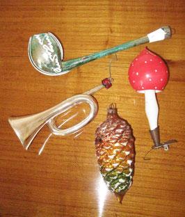 4 Teile alter Christbaumschmuck:     Pfeife,Pilz,Trompete,Zapfen