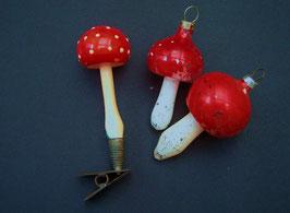 3 alte Pilze, 2 zum Anhängen, einer zum Anklemmen