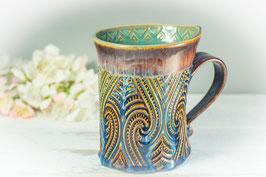 066 - Geschwungene Latte Macchiato Tasse in braun, blau, creme und türkis