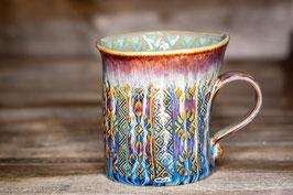 209 - Geschwungene Keramiktasse in braun, blau und türkis