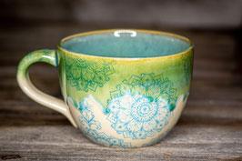 195 - Jumbo Keramiktasse in grün, türkis mit Mandalas verziert