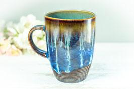 012 - Kleine elegante Keramiktasse in braun, blau, creme und türkis