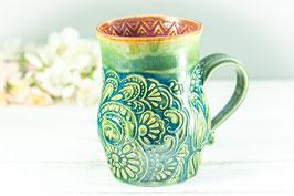 028 - Große Keramiktasse in grün, türkis und pflaume