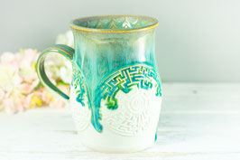 094 - Große Keramiktasse LABYRINTH in satinweiß, türkis