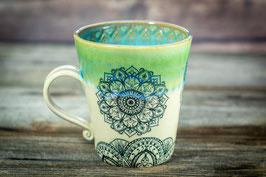 157 - Keramiktasse in MANDALA in grün, türkis, creme