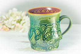 043 - Große Keramiktasse in grün, türkis und pflaume