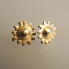 Kleine Sonne aus Sterling-Silber, vergoldet. Ohrstecker für jeden Tag. Silber oder vergoldet.