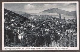 79...   (W-7800)   Freiburg i.B.   -Freiburg im Schwarzwald im Kranze seiner Berge, im Vordergrund die Kneippanstalt-   (PK-00354)