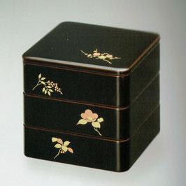3105-02 草花蒔絵 溜内朱 三段重