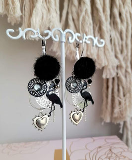 Boucles pompons noirs flamants