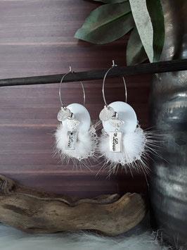 Boucles pompons fourrure blanche sur créoles