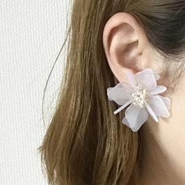 クリアホワイトフラワーモチーフパールピアス/イヤリング【定形外郵便可】