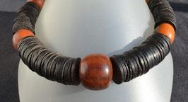collier en lamelles de bois noir et agathe : Bénin
