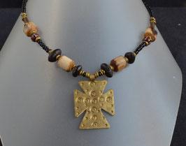 collier en perles noires , corne et cuivre  : Kenya