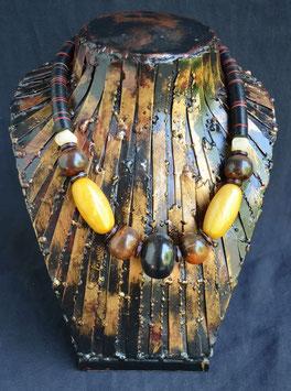 Collier avec perles d'Agathe et corne  :  Bénin