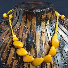 collier en graine de Tagua ou ivoire végétal  :  Equateur