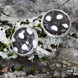 1153 Cabochons-Ring mit echter Perlhuhnfeder Doppel