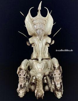 Predator Diorama Bone Throne 35cm Statue Neca