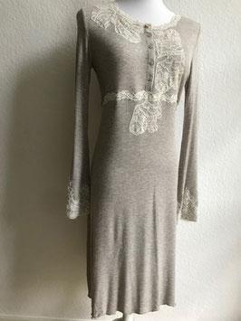 Sandfarbenes Longsleeve-Nachthemd von Valery / Größe 36