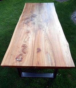 Massiver XL Tisch aus Ulme/Rüster mit Zinn-Inlays