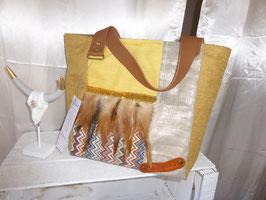 LUXE : sac cabas jaune doré à plumes camel