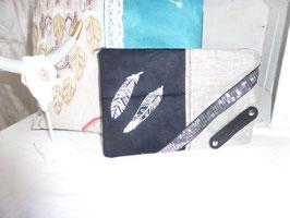 DAVIDKA : pochette noire plumes