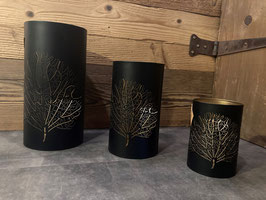 Windlicht [goldig] schwarz mit Baumornament