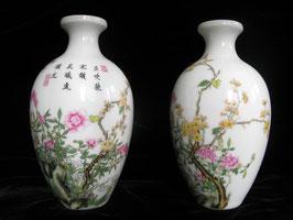 Две фарфоровые вазы со стихами Ян Ванли (1124-1206)