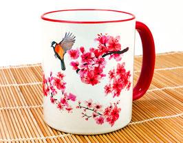 Kaffeetasse mit Kirschblüten und Vögeln