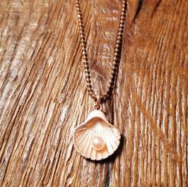 Halskette rosegold mit Muschelanhänger und Süsswasserperle