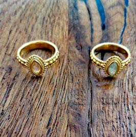 Fingerring gelbgold mit Bergkristall oder blauem Topas