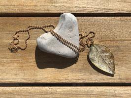 Halskette mit Blatt goldfarben