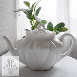 190. シェリー社デイジーシェイプ白のティーポット Shelley Daisy Shape White Teapot