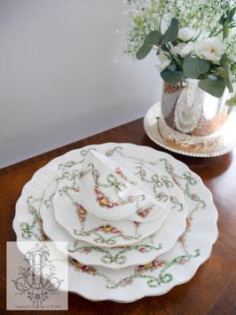 310.エインズレイ/緑のリボンと花のガーランドのトリオと大皿4ピースセット(英1900年前後)