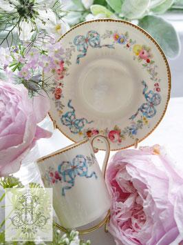 263. ロイヤル・ウースター/青いリボンと野花のコーヒーカップ(英1935年頃)