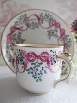 204-1 矢車草とピンクリボンのカップ(1800年代)