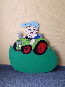 Nr.34 Junge auf Traktor grün/grün Variante