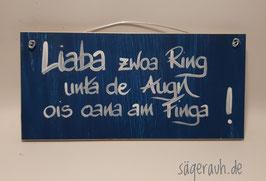 Liaba zwoa Ring unta de Augn ois oana am Finga!
