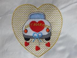 Stickdatei Hochzeitsauto mit Herz