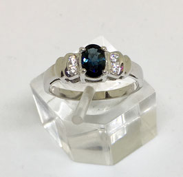 Ring with sapphire , 0,52 ct.