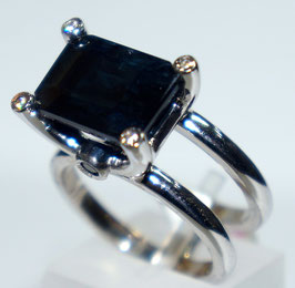 Ring  with blue Sapphire and 4  CZ-Diamonds