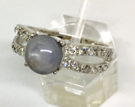 Ring with sapphire cabochon, 2,68 ct.